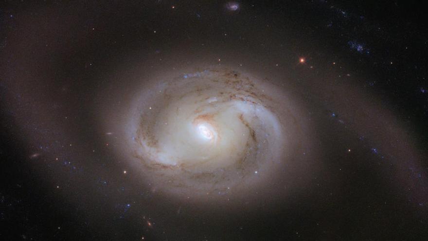Descubren un agujero negro a solo mil años luz de la Tierra
