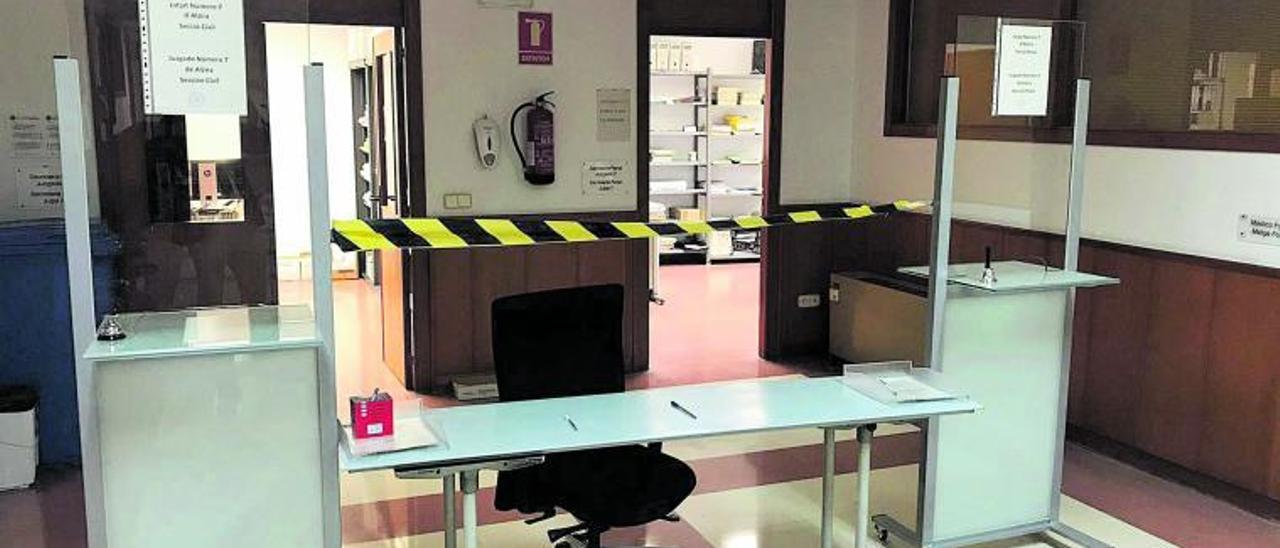 La falta de espacio fuerza a anular juicios  al desbordarse el  aforo de la sala de vistas de Alzira