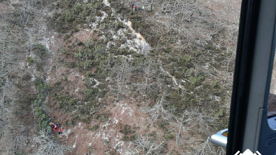 Rescatan en Ponga a un senderista de 68 años que cayó por una ladera unos 20 metros