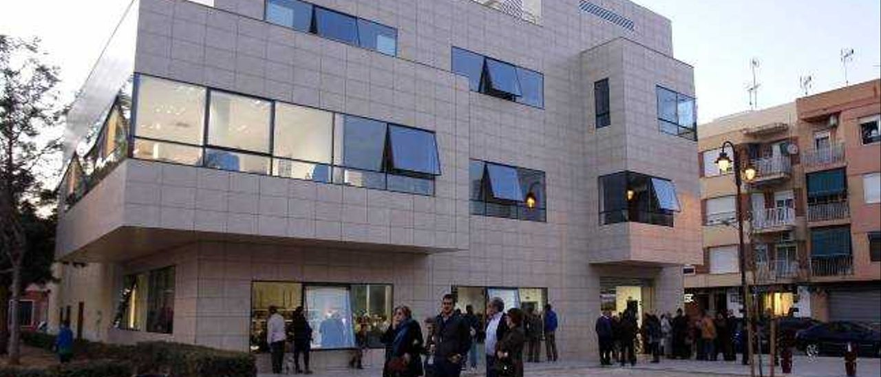 Alzira inaugura el centro social de Les Basses tras cinco años de obras