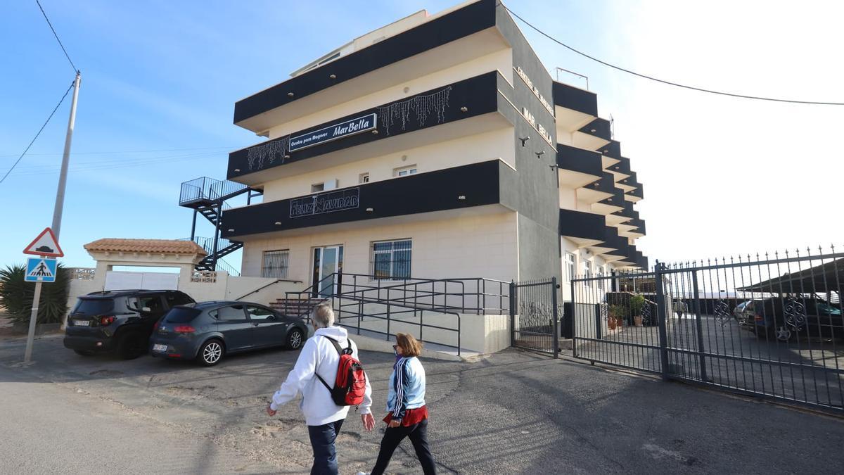 Imagen de este lunes de la residencia Mar Bella en Torrevieja afectada por un brote de coronavirus