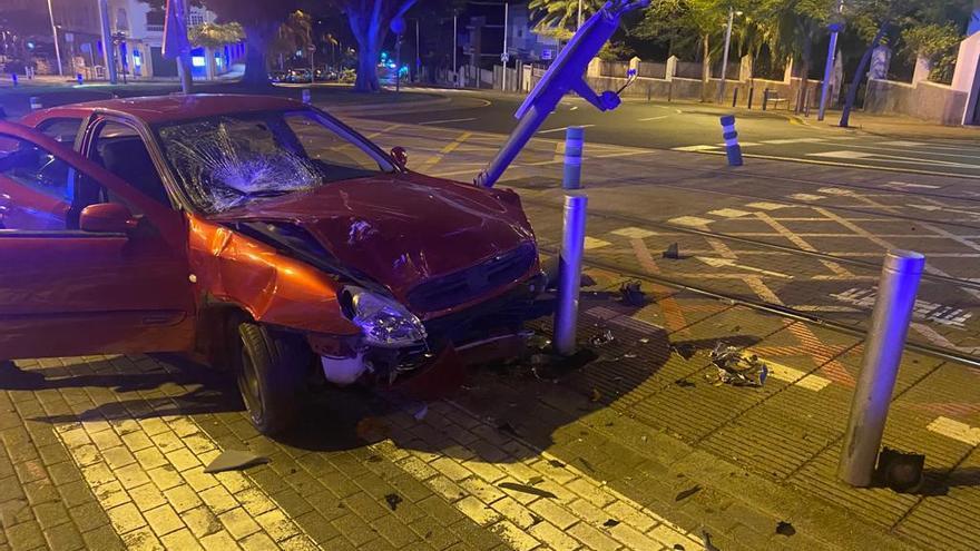 Estado en el que quedó el vehículo tras la colisión en Santa Cruz de Tenerife
