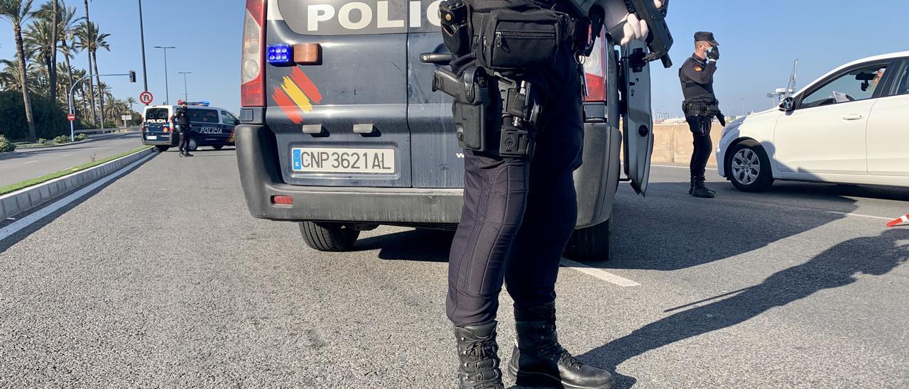Control de seguridad de la Policía Nacional