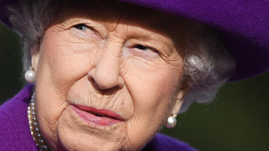 La reina Isabel II d'Anglaterra passa una nit a l'hospital «per precaució»