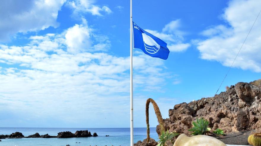 Seis playas canarias pierden sus banderas azules en pleno verano por deficiencias en sus servicios