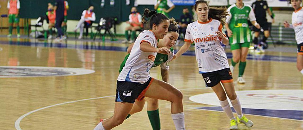 María Arias del CF Envialia, frente a SolPedrera del Cidade. |  // I. OSORIO