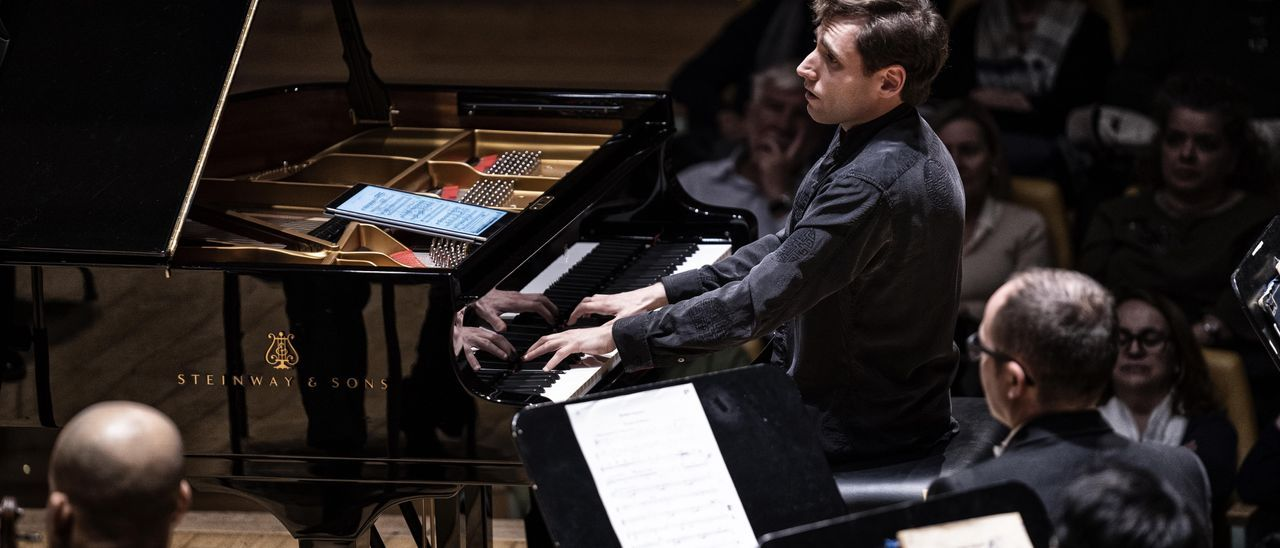 COMUNIDAD VALENCIANA.-Cultura.- El pianista Boris Giltburg interactúa con ocho músicos de la orquesta de València en Cambra al Palau