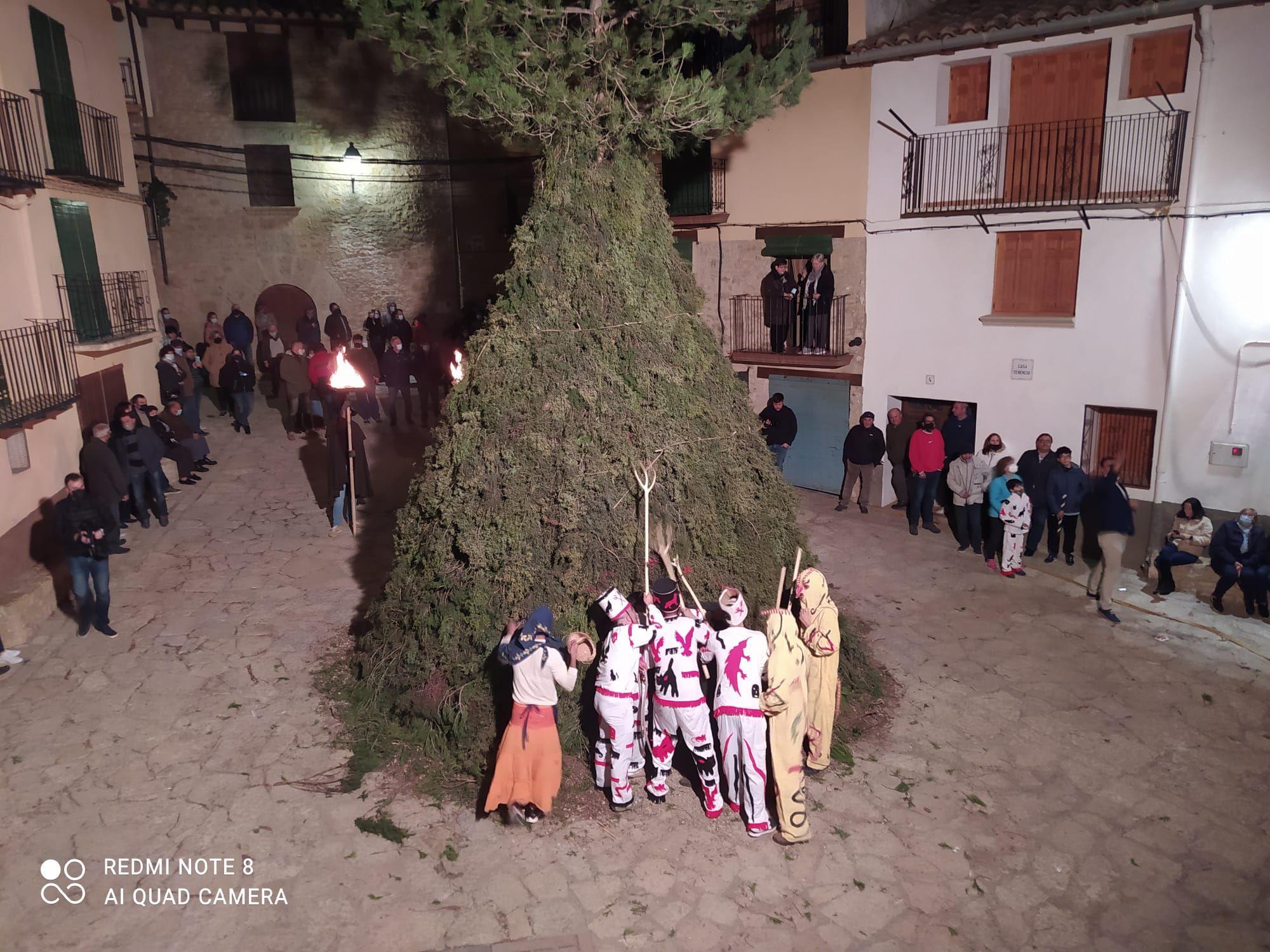 Las imágenes de la fiesta más rara de Sant Antoni en la Todolella, en octubre