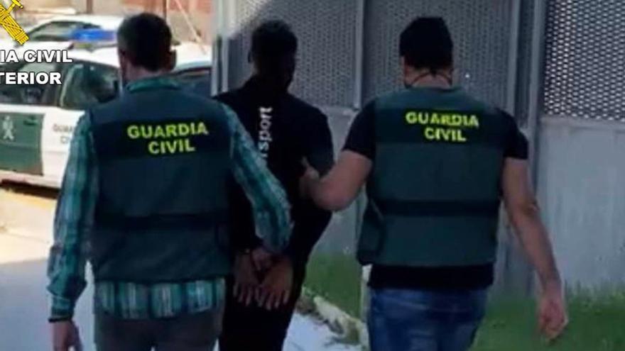 """La Guardia Civil detiene a ocho personas en Callosa y Almoradí por 48 delitos de estafa a través de """"phishing"""""""