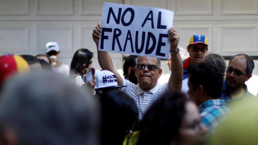 """La oposición venezolana denuncia la """"compra de votos"""" en las elecciones"""