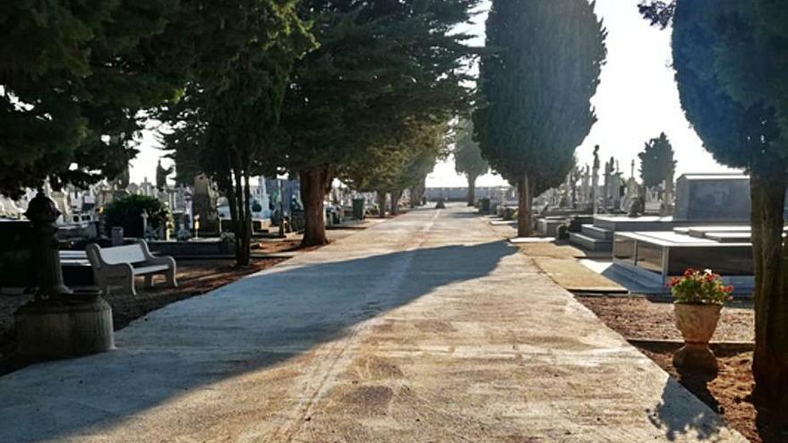 La pavimentación de los paseos principales del cementerio de Benavente culmina esta semana