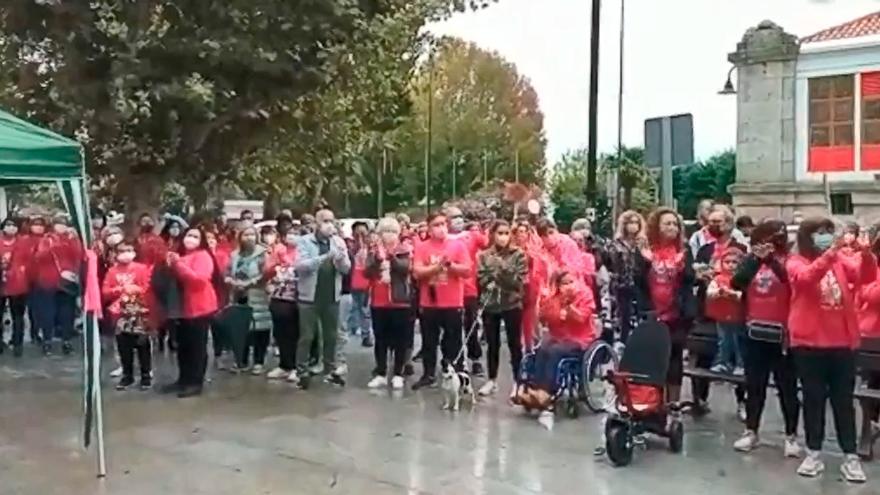 Aplauso solidario contra el cáncer en Cangas