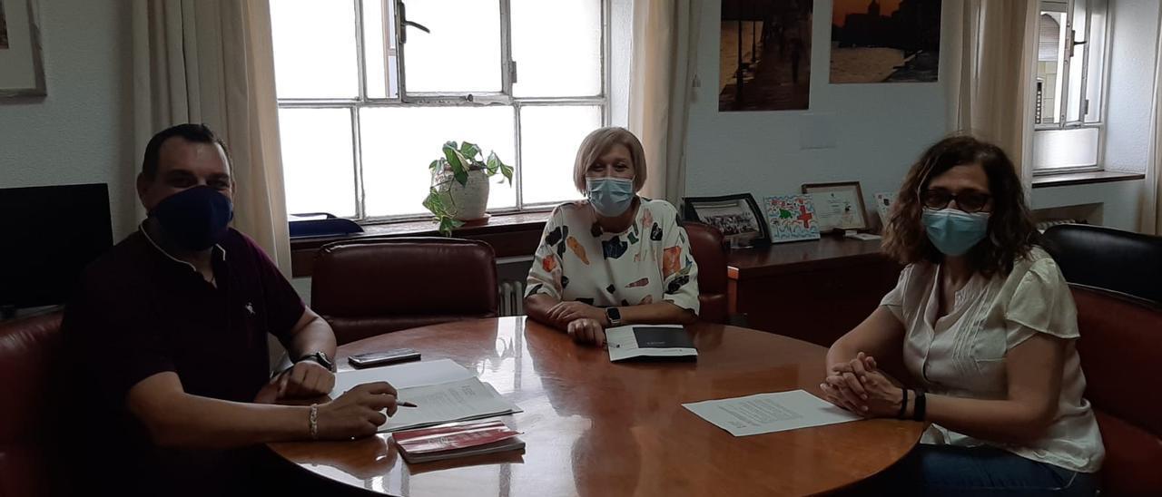 Reunión esta mañana del representante vecinal con la directora territorial de Sanidad y la edil Amorós