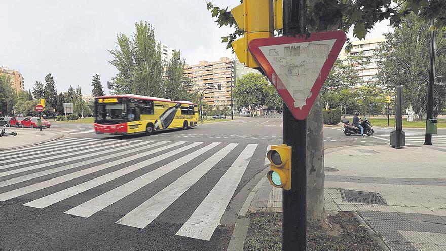 Herido grave un joven tras ser atropellado por un autobús urbano en Las Fuentes