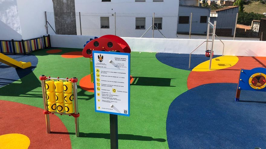 El Ayuntamiento de Aguilar inaugura un parque infantil inclusivo