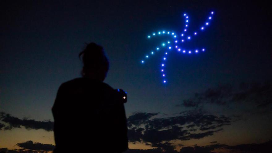 Neix una empresa gironina que fa espectacles de llum amb drones