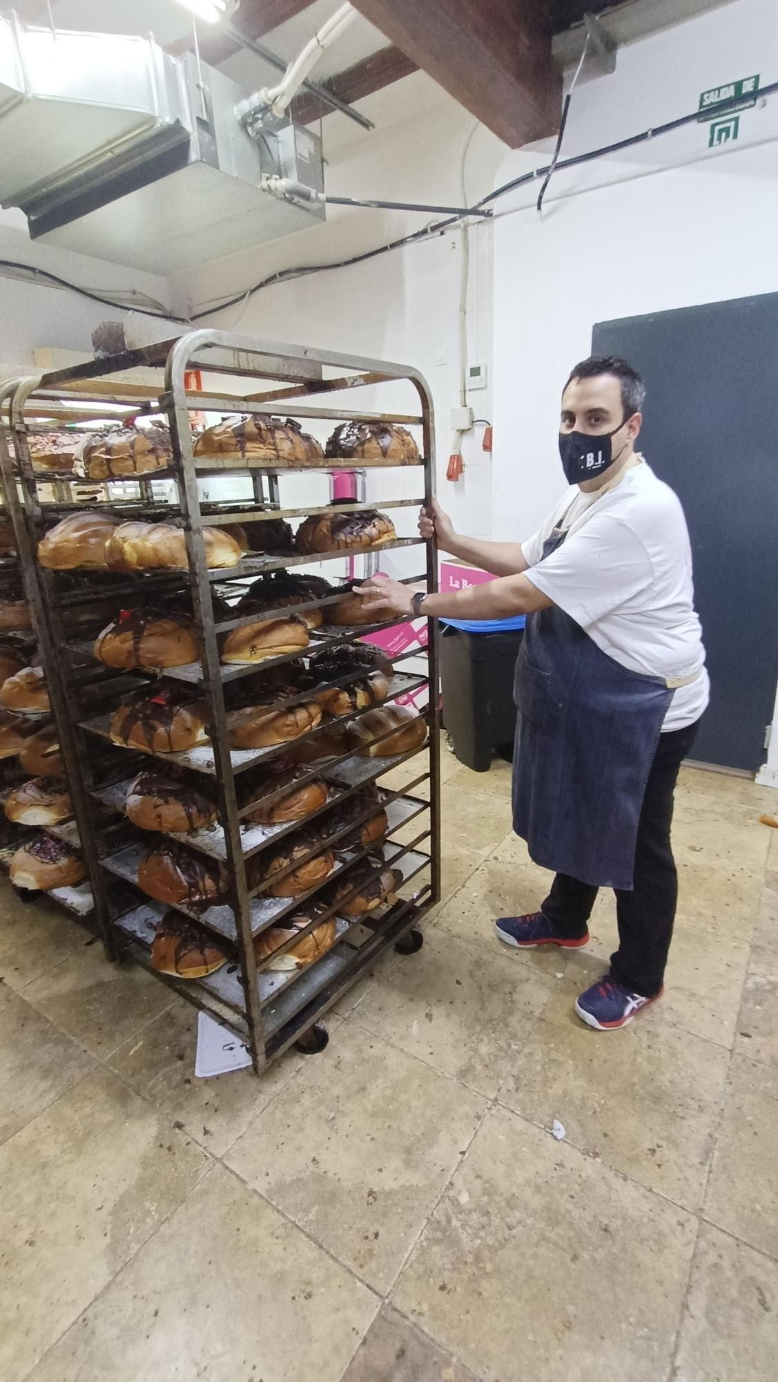 El horno de Cullera que triunfa con sus monas 'a lo grande'