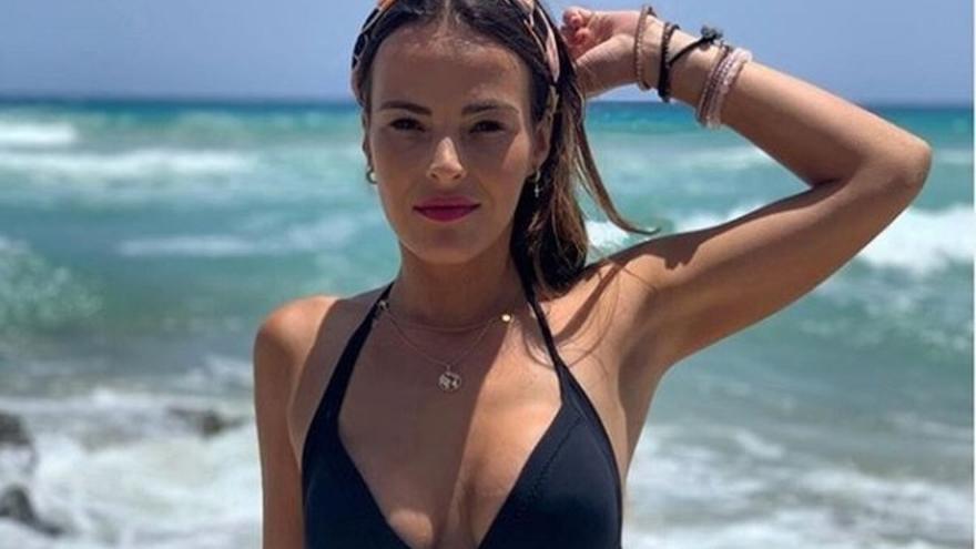La grancanaria Marta Peñate posa en topless y lanza un duro zasca a Lester