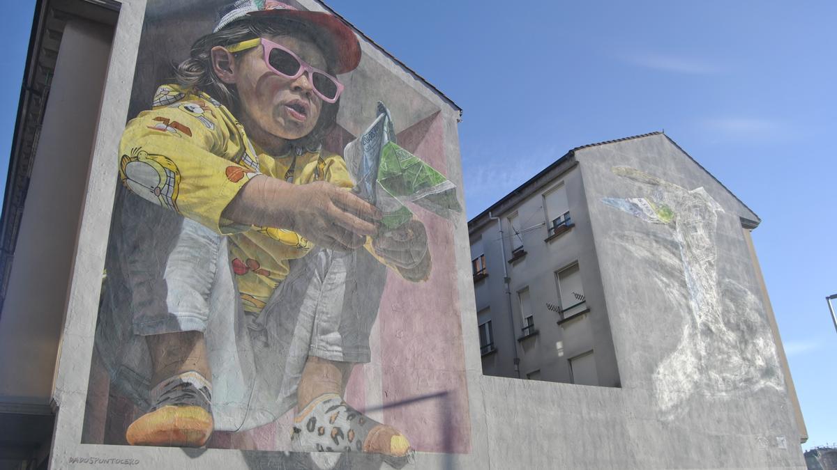 Uno de los murales en elaboración.