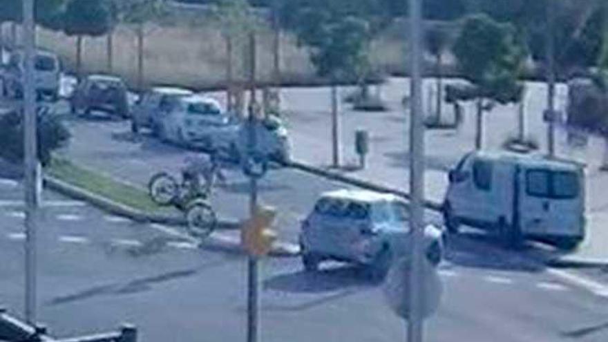 El ciclista herido en el Polígono de Levante cayó solo al frenar en seco