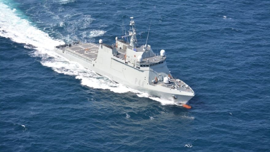El buque 'Tornado' realiza labores de vigilancia en aguas de Canarias