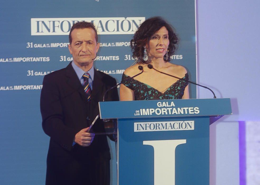 Los periodistas de INFORMACIÓN Cristina Martínez y José Emilio Munera fueron los encargados de conducir el acto