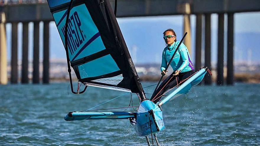 Neus Ballester vuela en las regatas Sail GP de Cádiz