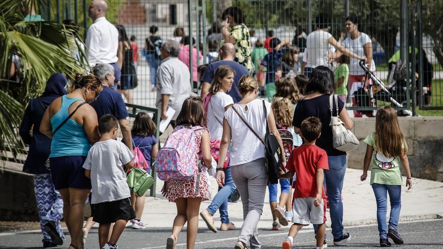 El curso comienza en Aspe con 1.800 escolares y cinco millones de euros en nuevas instalaciones
