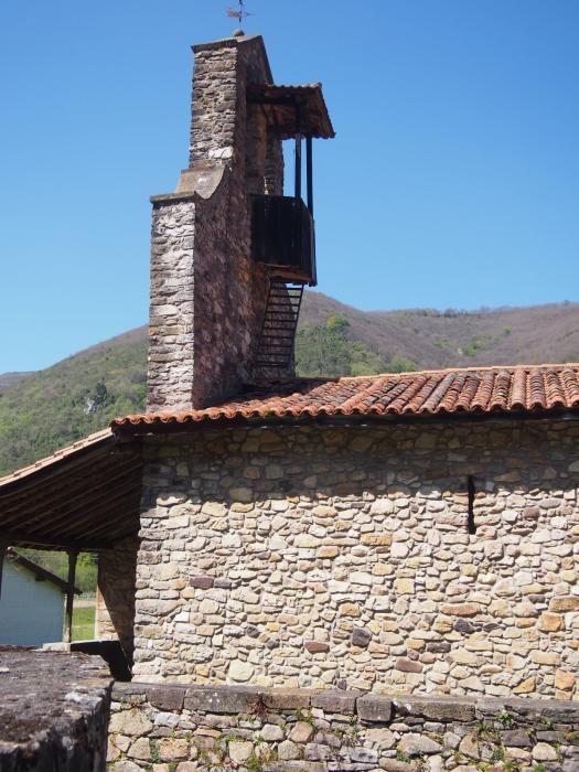 Eva Longoria, ante la tumba de sus antepasados en Asturias