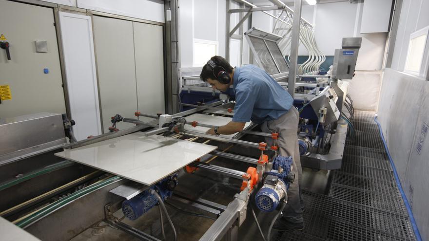 Ascer recibe un millón de euros de la Generalitat para ayudar a la transformación del sector cerámico