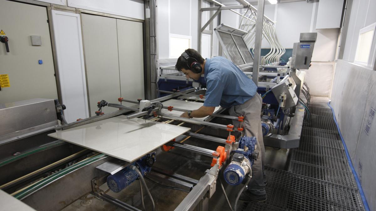 Proceso de producción de un producto cerámico (archivo)