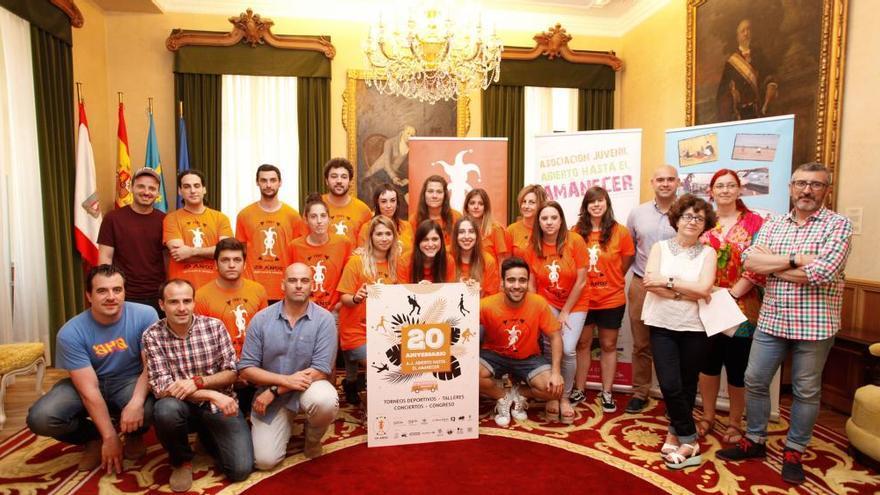 """""""Abierto hasta el amanecer"""" celebra dos décadas potenciando el ocio juvenil nocturno en Gijón"""