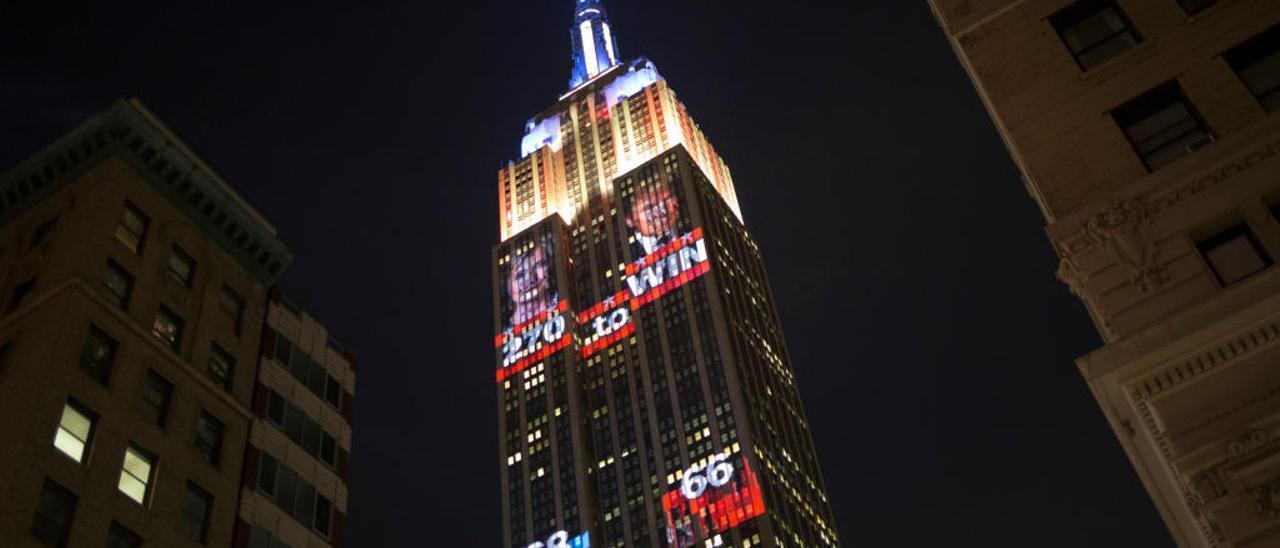 El Empire State fue reflejando los resultados de las elecciones en Nueva York.