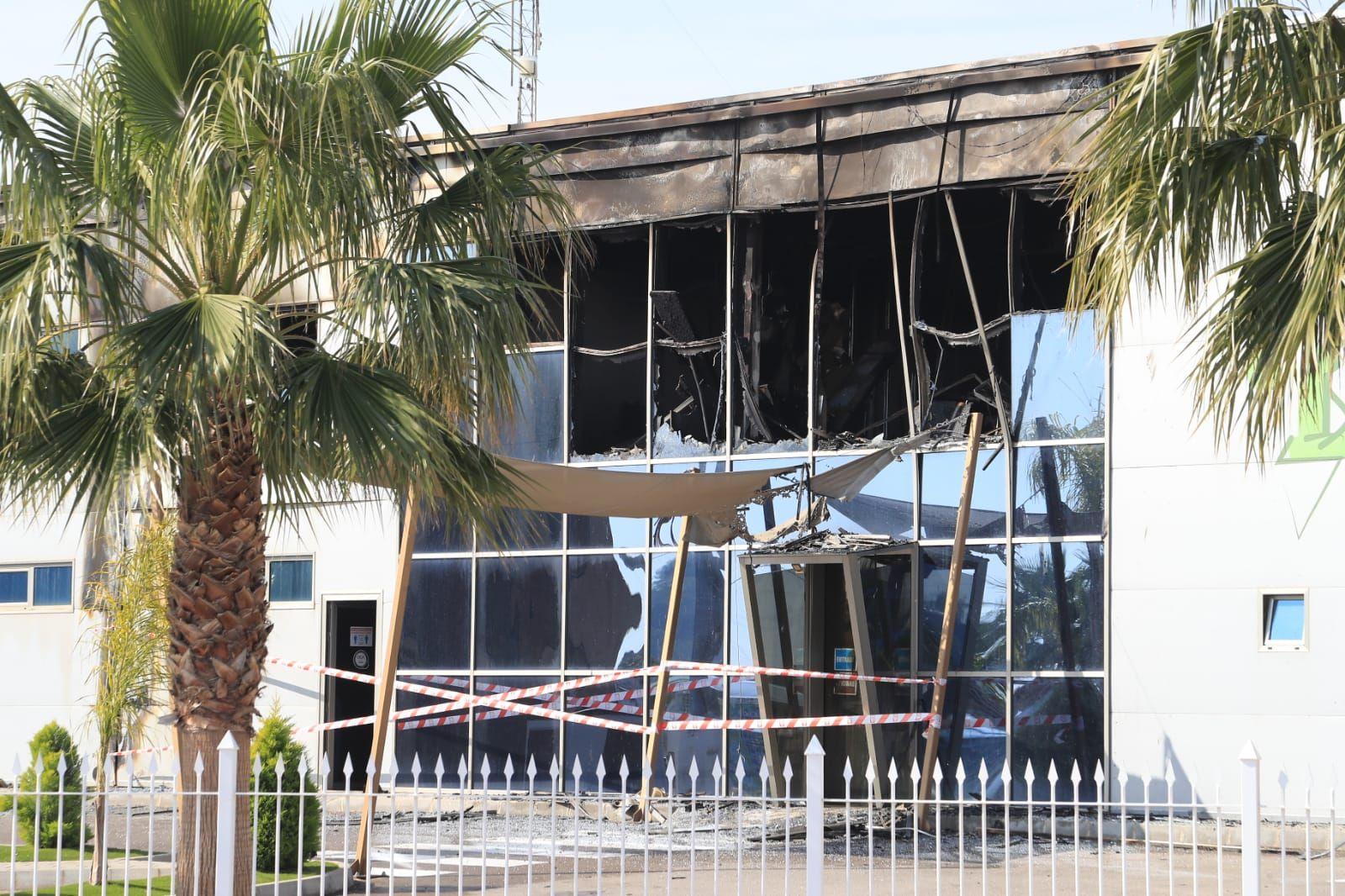Incendio en una empresa de semilleros en Totana