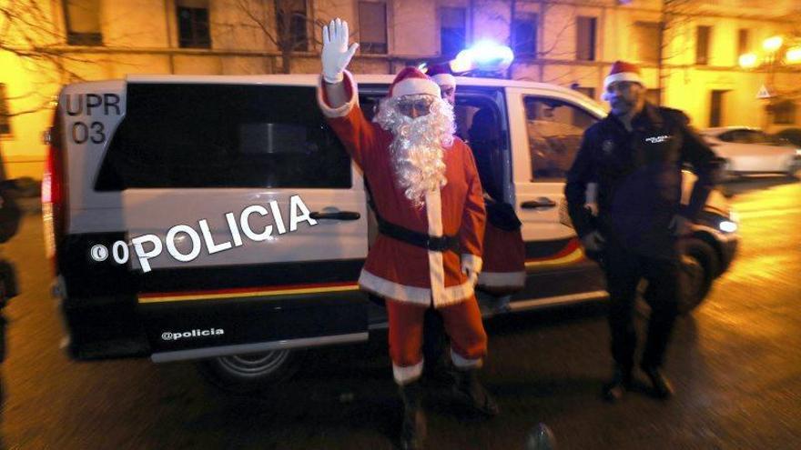 Visita de Papá Noel a la Policía Nacional