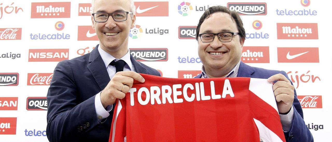 Miguel Torrecilla y Javier Fernández, durante la presentación del primero como director deportivo