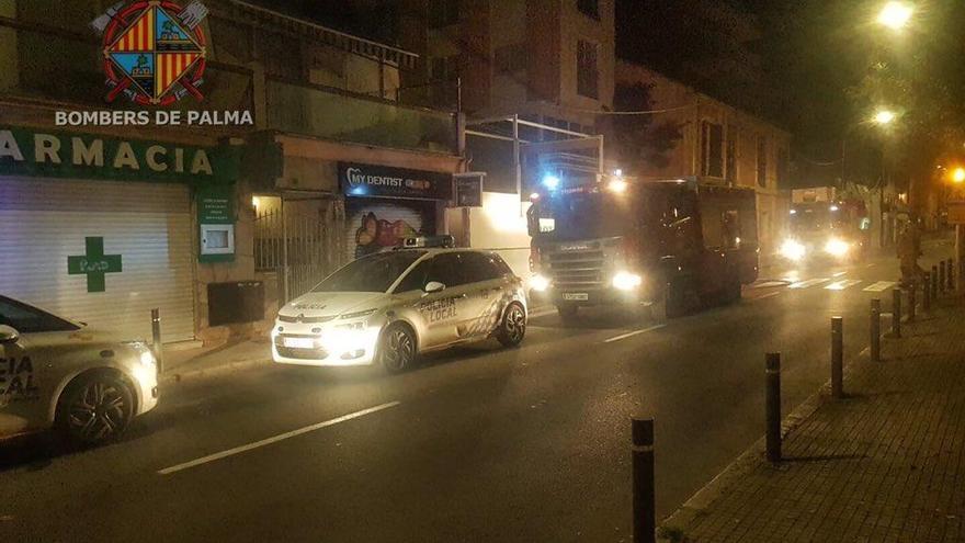 Un incendio afecta al mobiliario de un hotel cerrado de la avenida Joan Miró