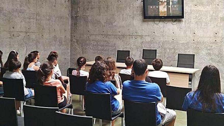 Más de 60 niños de los campamentos urbanos de verano visitan el Centro de los Ríos