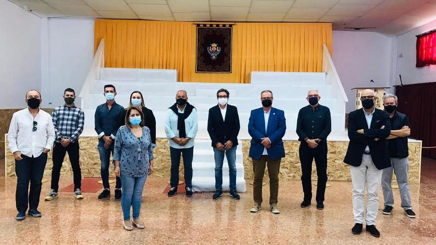 """Los colectivos falleros y la indumentaria quieren """"salvar"""" la Ofrenda"""