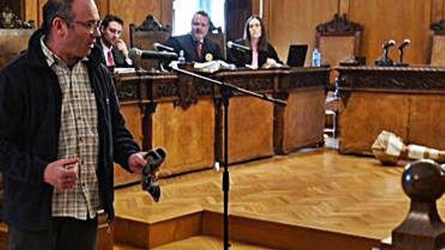 """La hija del fallecido en A Cañiza vio """"rabia y agresividad"""" en el acusado, no miedo"""