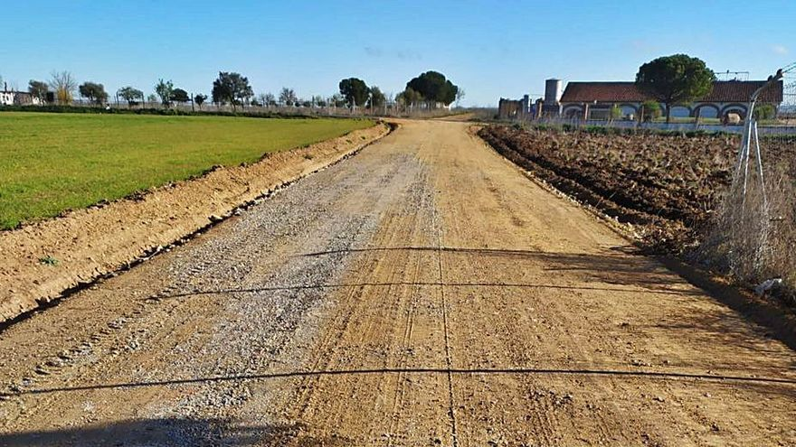 Finalizan la compactación y la mejora de varios caminos rurales de Toro