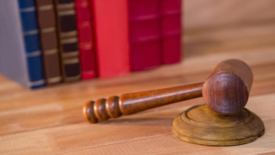 Condenado a pagar una multa de 120 euros por acosar a una amiga que hacía años que no veía