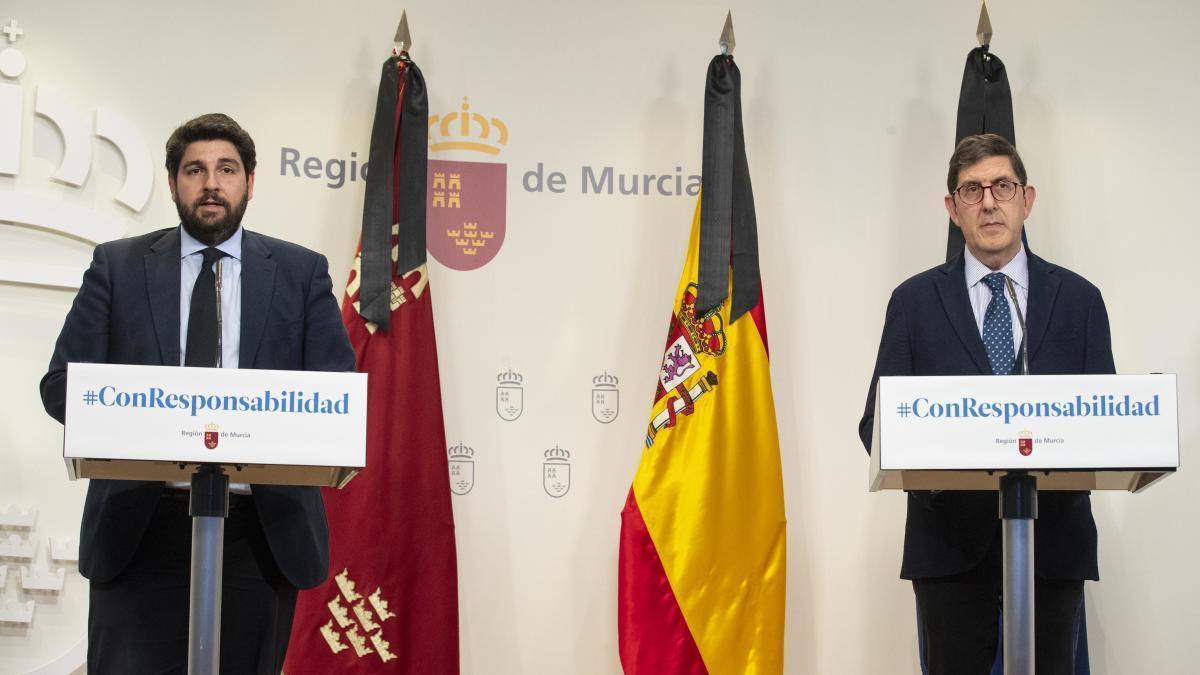 Fernando López Miras y Manuel Villegas, ayer.