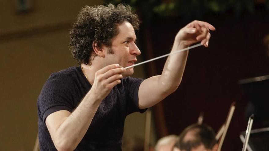 Gustavo Dudamel, el más joven en dirigir el Concierto de Año Nuevo