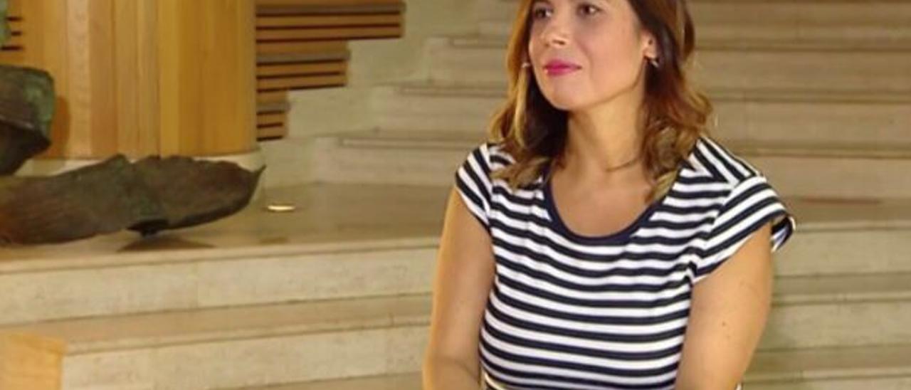 La periodista Paqui González en el auditorio Alfredo Kraus