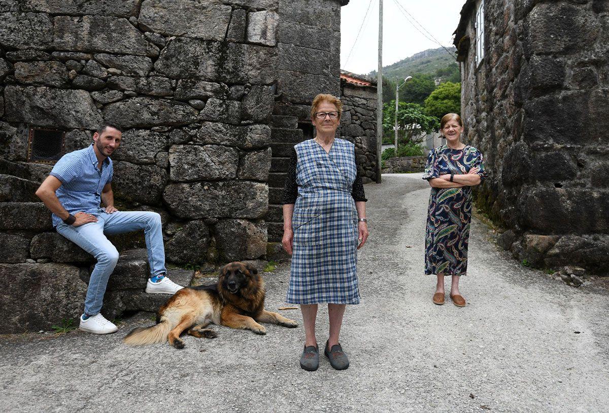 Daniel Álvarez, Lidia Caramés, Alicia Barreiro y Pilar Durán en Cavadosa