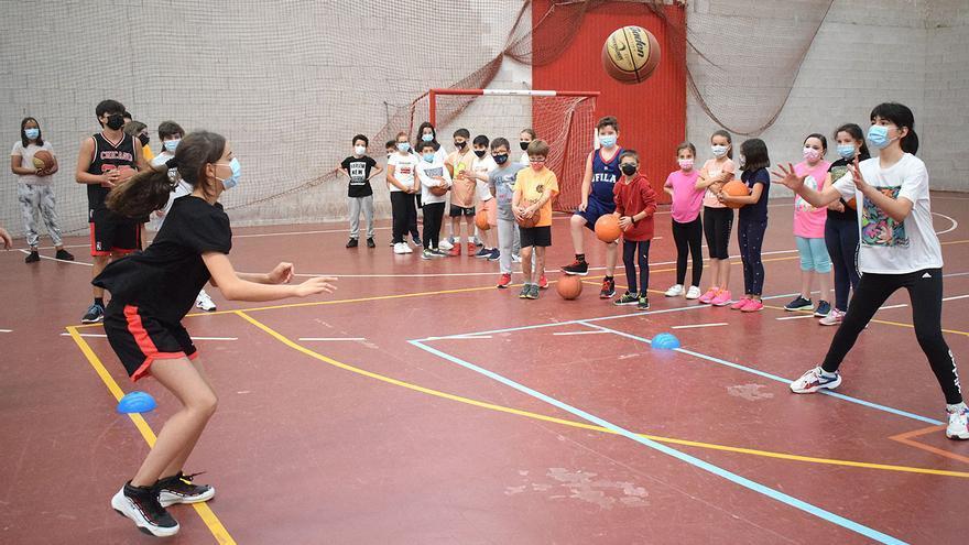El baloncesto también concilia en Valga
