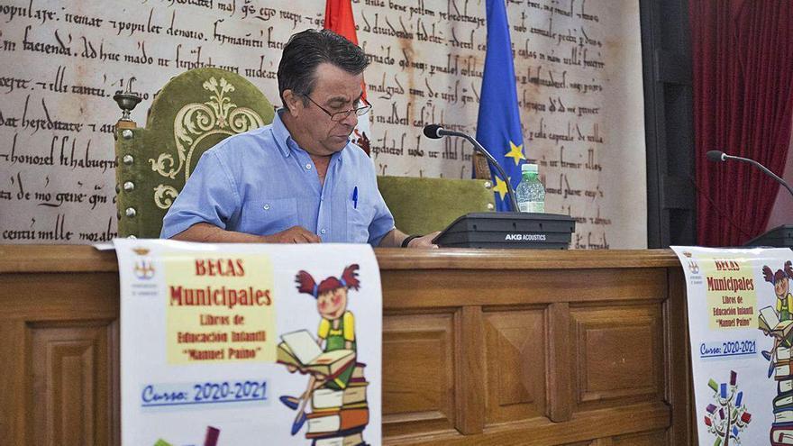 """120 familias de Benavente se beneficiarán de las """"Becas Manuel Paíno"""" para libros"""