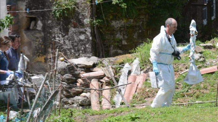 La investigación apunta a que una familiar apuñaló al anciano en Moraña