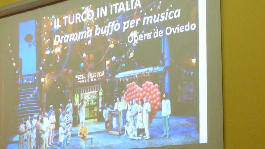 """Medio centenar de tinetenses disfrutará en Oviedo de la ópera """"El turco en Italia"""""""